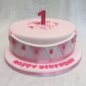 1st birthday cake with bunting